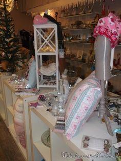 2013-11-19 Neue Ware eingetroffen und eindekoriert Bild 2 - Ansicht quer durch den Laden