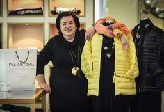 Pia Antonia: Österreichs führende Boutiquengruppe für Damen-Markenmode ab Größe 42 wird 2015 bereits 20 Jahre alt. Gegründet in Salzburg, war Linz der zweite Standort des Modegeschäftes, das Qualität und Anspruch verbindet. In der Schillerstraße 5 finden die Kundinnen reichlich modische Auswahl. Mehr zur Schillerstraße: http://www.nachrichten.at/oberoesterreich/linz/Diese-Strasse-fuehrt-in-die-Tuerkei-und-in-ein-Schlemmerparadies;art66,1556104 (Bild: OÖN)