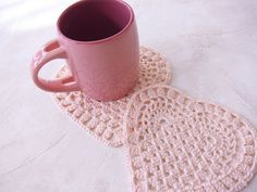 2 cotton lace coasters pink color heart shape por NeedlesOfSvetlana