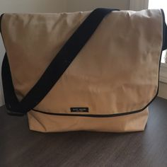 Kate spade nylon messenger bag Kate Spade nylon messenger bag great for lap tops! Still in great condition easy to clean very stylish! Comes with duster bag! kate spade Bags Laptop Bags