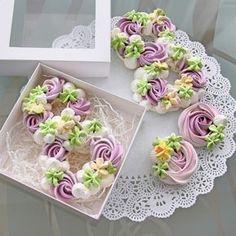 Cookies meringue baking new Ideas Pink Cookies, Flower Cookies, Royal Icing Cookies, Cake Cookies, Sugar Cookies, Pavlova Meringue, Meringue Desserts, Meringue Cookies, Mini Cakes