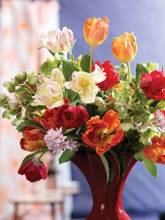 Tulips that twist and turn offset winter doldrums - Houston Lifestyles & Homes magazine Red Tulips, House And Home Magazine, Trees To Plant, Floral Wreath, Wreaths, Table Decorations, Rose, Houston, Plants