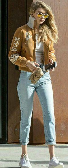 Gigi hadid street style mom jeans