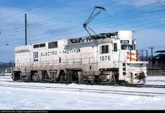 """EMD Demonstrator Electric Locomotive.  The theory of """"GREEN"""" with electricity is ok, BUT.... We're burning huge amounts of coal to make the electricity ?? ‼️"""