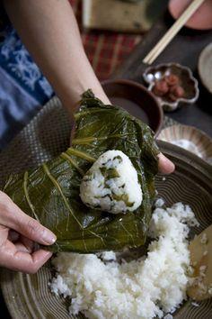 Takana (Japanese mustard green) onigiri recipe //Manbo