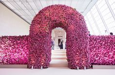 NEWS 4.5.2016.....500,000 Roses, 325 Bottles of Champagne . . . Last Night's Met Gala by the Numbers