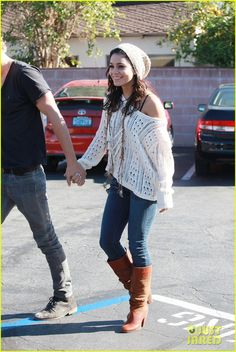 Vanessa hudgens..like the outfit