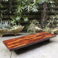 Belíssimo banco taqueado em jacarandá por Jorge Zalszupin para L'Atelier, recém-chegado à loja, 1960, Brasil. | Brazilian jacaranda veneer beautiful bench designed by Jorge Zalszupin for L'Atelier, recently received, 1960s, Brazil.