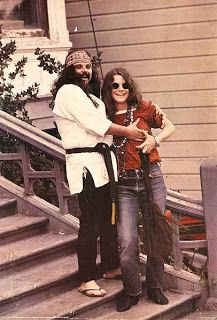 Pigpen & Janis Joplin outside the Dead's House, Haight Ashbury. In they had a hot summer fling. Grateful Dead members have ungallantly laughed (in various interviews) about her noisy hookups. Janis Joplin, Rock N Roll, Jimi Hendricks, Big Brother, Hippie Man, Hippie Peace, Hippie Life, Forever Grateful, Jim Morrison
