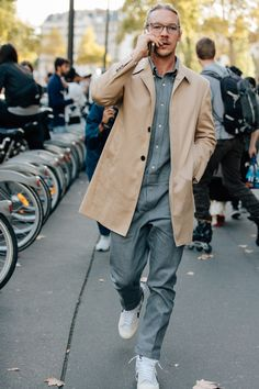 Mens street style - The Best Street Style from The Spring 2018 Women's Fashion Shows – Mens street style Best Men's Street Style, Spring Street Style, Cool Street Fashion, Street Style Women, Trendy Fashion, Women's Fashion, Fashion Ideas, Style Men, Fashion Styles