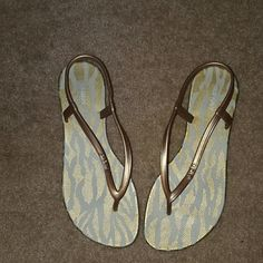 Sandals Gold Old Navy Sandals that have been worn once. In new condition. Old Navy Shoes Sandals