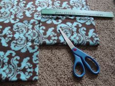 If you need an easy, inexpensive idea for gift-giving, here it is. You can make no-sew fleece fabric scarves for adults and children. It only takes minutes to make, and costs very little. Fleece Crafts, Fleece Projects, Denim Crafts, Sewing Projects For Kids, Sewing For Kids, Fabric Crafts, Sewing Crafts, Sewing Ideas, Fabric Art