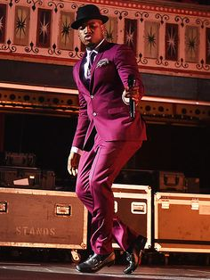 Star Tracks: Friday, October 24, 2014 | CAPPED OFF | Ne-Yo wows the crowd with his smooth moves during a gig in Atlanta on Thursday.