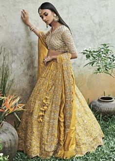 Indian Bridal Outfits, Indian Bridal Wear, Indian Fashion Dresses, Indian Designer Outfits, Indian Wear, Indian Bridal Party, Indian Style, Bridal Lehenga Choli, Indian Lehenga
