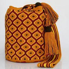 261 отметок «Нравится», 1 комментариев — Just Wayuu (@just.wayuu) в Instagram: «Handcrafted handbags made by indigenous wayuu in the north of Colombia. Worldwide shipping – envíos…»