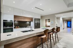 35 Amazing Modern Contemporary Kitchen Ideas - Page 29 of 37 Modern Contemporary Homes, Contemporary Kitchen Design, Modern Interior Design, Interior Design Kitchen, Modern Decor, Contemporary Kitchen Cabinets, Asian Interior, Contemporary Furniture, Home Design
