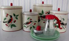 """Maid of Honor"" brand canisters by Sears Roebuck, - Robins Oh my gosh.now I have to fill in the blanks on the pieces I don't have (YET! Vintage Canister Sets, Vintage Kitchenware, Vintage Tins, Vintage Decor, Retro Vintage, 1940s Kitchen, Old Kitchen, Kitchen Items, Retro Kitchens"