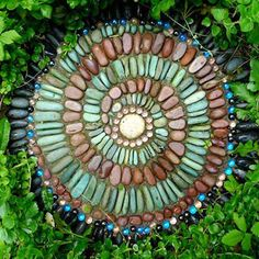 DIY Stepping Stones to Brighten Any Garden Walk