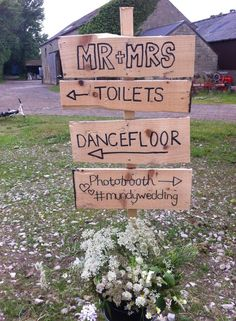 We love a rustic wedding sign - Rachel & James made theres personalised DIY wedding signs which look amazing. #upcylcing #tipiwedding #mundywedding