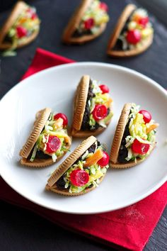 Oreo Taco Cookies 30 Delicious Desserts To Try This Cinco De Mayo Mexican Food Recipes, Cookie Recipes, Dessert Recipes, Taco Dessert, Dessert Table, Cute Food, Good Food, Yummy Food, Cute Desserts