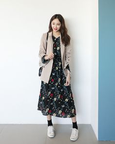 Flower dress is hot this year everyone knows, but you have to wear it .- Váy hoa năm nay hot thì ai cũng đã biết, nhưng phải mặc thế nào … Flower dress is hot this year everyone knows, but how to wear it is the most appropriate? Korean Spring Outfits, Korean Casual Outfits, Korean Outfit Street Styles, Korean Fashion Dress, Korean Dress, Korean Street Fashion, Ulzzang Fashion, Korea Fashion, Muslim Fashion
