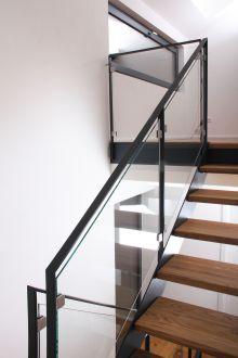 treve treppenverbinder aus edelstahl f r stahlwangen der verbinder wird einfach mit der. Black Bedroom Furniture Sets. Home Design Ideas