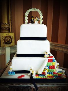 Such a cool idea for a cake!!