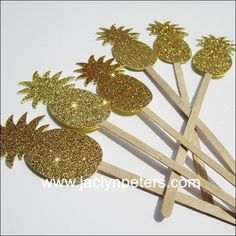 Your pineapple party drinks deserve a touch of gold glitter with our swizzle sticks! From cocktails to coffee, party guests will love the attention to detail at your next tropical theme event. Fabulou