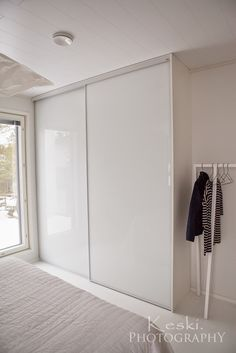 love these frosted/high gloss closet doors. Wardrobe Design Bedroom, Bedroom Furniture Design, Bedroom Wardrobe, Sliding Door Wardrobe Designs, Closet Designs, Diy Room Decor For Teens, Baby Room Decor, Ideas Dormitorios, Studio Apartment Decorating