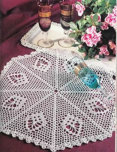 "Photo from album ""Рукоделие журналы"" on Yandex. Oblong Tablecloth, Crochet Tablecloth, Crochet Doilies, Crochet Lace, Crochet Hooks, Yarn Crafts, Diy And Crafts, Crochet Sunflower, Short Curtains"