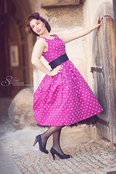 Naše úžasné šatičky Lana růžové s puntíky si přímo říkaly o vycvaknutí