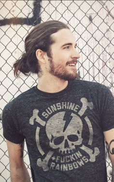 20 Gorgeous Man Bun Hairstyles + Hair Growth Tips Hair And Beard Styles, Long Hair Styles, Man Bun Hairstyles, Easy Hairstyle, Haircuts For Men, Long Haircuts, Attractive Men, Bearded Men, Gorgeous Men