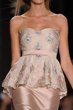Badgley Mischka Spring 2013 Details - Street Fashion, Casual Style, Latest Fashion Trends - Street Style and Casual Fashion Trends Fashion Details, Look Fashion, Runway Fashion, High Fashion, Fashion Design, Beautiful Gowns, Beautiful Outfits, Style Haute Couture, Badgley Mischka