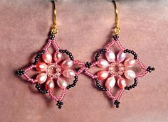 Free pattern for earrings Robertina Click on link to get pattern - http://beadsmagic.com/?p=4560