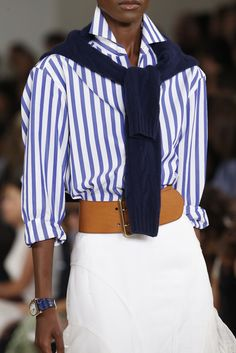 from Ralph Lauren nyfw 2016 fresh, timeless and rich.what lot of punch this look delivers See all the Details photos from Ralph Lauren Spring/Summer 2016 Ready-To-Wear now on British Vogue Camisa Ralph Lauren, Ralph Lauren Style, Ralph Lauren Collection, Ralph Lauren Outfit, Ralph Lauren Fashion, Ralph Lauren Looks, Ralph Lauren Blouse, Mode Outfits, Casual Outfits