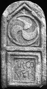 Estela (Tomb stone) from Castro de Avelãs hillfort - Bragança, trás-os-Montes, northern Portugal. Image: Foto de Armando Redentor (o. c.,est. VII, n.° 26)