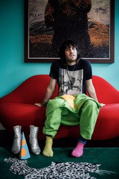 Noel Fielding. I Want That Lip Couch. And Him.