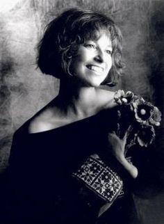 """Квітка Цісик (Kacey Cisyk) - українка, народжена в Америці. Її називали - Кacey (KC): """"К"""" від Кvitka, """"C"""" - Cysyk. Вона співала на беквокалі у Майкла Джексона та Уітні Гьюстон, була за крок від Оскару, який у неї фактично вкрали. Кейсі витратила чверть мільйона доларів на запис українських пісень, які і досі пробирають до кісток.  https://www.youtube.com/watch?v=YAdgwqB-S5c#t=137"""