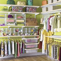 "Home Ideas: How to Maximize Small Closet Space. If this pic is Of a ""small closet"" I wonder what they'd call mine? Walking Closet, Closets Pequenos, Elfa Closet, Organizar Closet, Small Closet Space, Small Spaces, Narrow Closet, Ideas Para Organizar, Unique House Design"
