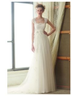 #Vestido de #novia con corte imperio, y encaje delicado y escote cuadrado. Modelo LEIRE. http://chantu.es