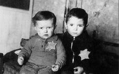 13- Walter Süskind heeft tussen de 600 en de 1000 kinderen gered vanuit zijn functie in de schouwburg. Dit was levensgevaarlijk. Groot respect dat hij dit lef toch had en dit deed voor deze kinderen!