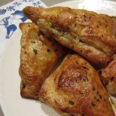 Bladerdeeghapjes met pittig gehakt @ allrecipes.nl Dutch Recipes, Cooking Recipes, Cooking For Dummies, Tapas Dishes, Tapas Food, Confort Food, Good Food, Yummy Food, Tasty