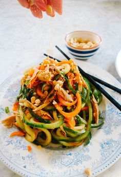 Pad Thai Salad (Low Carb!) - The Londoner Asian Recipes, Low Carb Recipes, Vegetarian Recipes, Cooking Recipes, Healthy Recipes, Thai Recipes, Zoodle Recipes, Thai Salads, Clean Eating