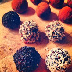 Dadelkugler - sundt smukt alternativ til havregrynskugler Cookies, Desserts, Food, Crack Crackers, Tailgate Desserts, Deserts, Biscuits, Essen, Postres
