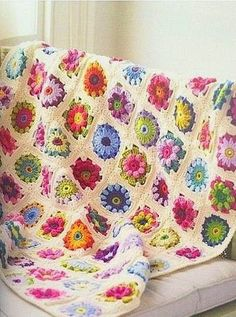 Weaving Arts in Crochet: To blankets and pillows Beautiful - Three Squares with flowers!