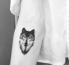 Small black and grey style wolf on the forearm. Small Tattoos for Men and Small black and grey style wolf on the forearm. Small Tattoos for Men and Women Source by tattoosfromaroundtheworld Trendy Tattoos, Cute Tattoos, Beautiful Tattoos, Body Art Tattoos, Circle Tattoos, Maori Tattoos, Symbol Tattoos, Wolf Tattoo Forearm, Small Wolf Tattoo