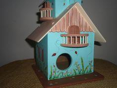 Casa de Passarinho em madeira. Produto 100% artesanal e todo pintado à mão. R$ 75,00