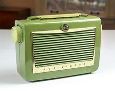 1955 RCA Victor AM Portable Tube Radio / Model 6-BX-6B