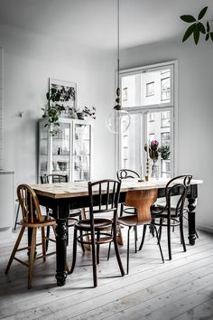 Find the most effective suggestions for your minimalist dining-room that matches your design as well as preference. Browse for outstanding images of minimalist dining-room for motivation. Dining Room Lighting, Dining Room Chairs, Dining Room Furniture, Furniture Design, Wood Chairs, Mismatched Dining Chairs, Wood Table, Dining Area, Dining Sets