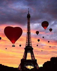 Eiffel Tower and hot air balloons. Paris Torre Eiffel, Paris Eiffel Tower, Beautiful Paris, I Love Paris, Photography Tours, Paris Photography, Paris France, Paris Wallpaper, Best Sunset